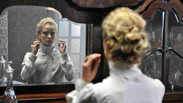 Magdalena Cielecka jako Dulska w Teatrze Telewizji