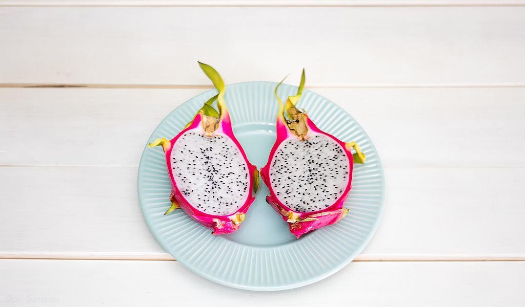 Smoczy owoc sprawdzi się również jako dodatek do sałatek owocowych