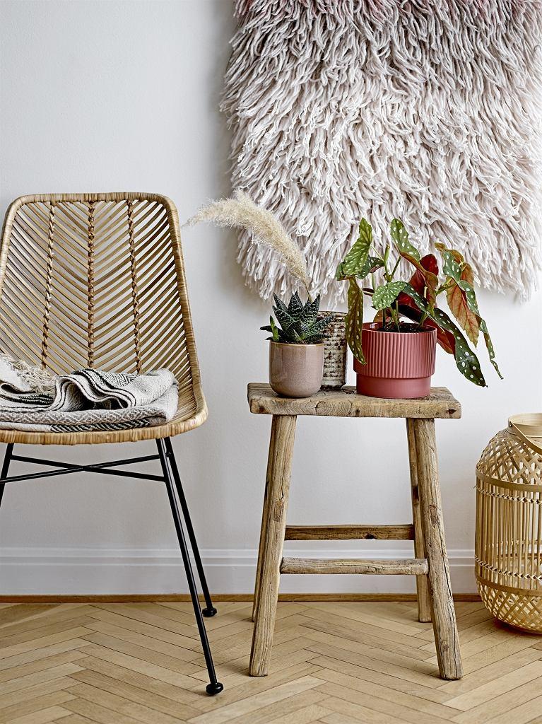Krzesło i dekoracje w stylu boho