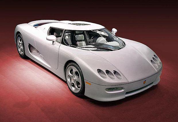 Pierwszy prototyp Koenigsegga CC8S miał potrójne światła z przodu