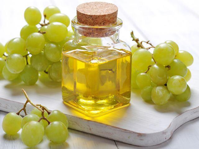 Olej z pestek winogron może z powodzeniem zastąpić oliwkę do ciała.