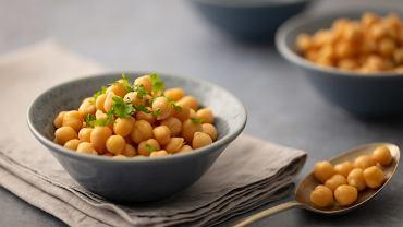 Cieciorka, zwana także ciecierzycą lub grochem włoskim jest nie tylko smaczna, ale i zdrowa. To roślina strączkowa od dawna znana i doceniana w krajach Bliskiego Wschodu i basenu Morza Śródziemnomorskiego.