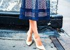 niebieska sukienka jakie buty