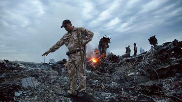 17.06.2014 Zgliszcza zestrzelonego samolotu  Malaysia Airlines.