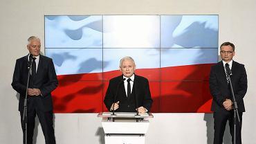 21.10.2017, Warszawa, wystąpienie liderów Zjednoczonej Prawicy, od lewej: Jarosław Gowin, Jarosław Kaczyński i Zbigniew Ziobro