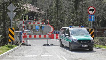 Straż Graniczna przy przejściu granicznym ze Słowacją. Zdjęcie ilustracyjne