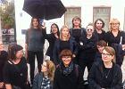 """""""Czarny poniedziałek"""" w Warszawie. Uczniowie liceum wspierają strajk. Dyrekcja: Mamy nadzieję, że przyniosą usprawiedliwienia"""