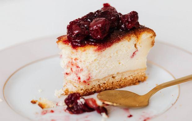 Frużelina wiśniowa - jak zrobić i czym się różni od konfitury? Przepis z pięciu składników