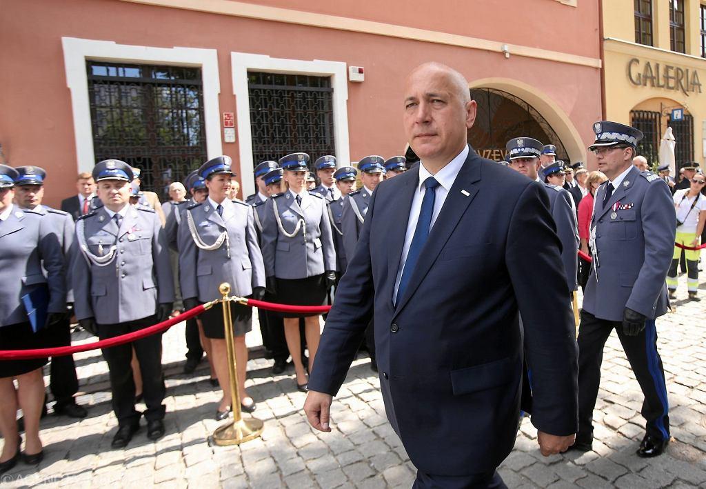 Minister spraw wewnętrznych i administracji Joachim Brudziński podczas wojewodzkich obchodow Święta Policji w Stargardzie Szczecińskim, 25 lipca 2018.