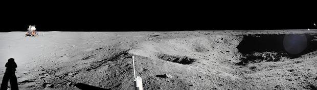 Panorama stworzona ze zdjęć wykonanych w czasie misji Apollo 11