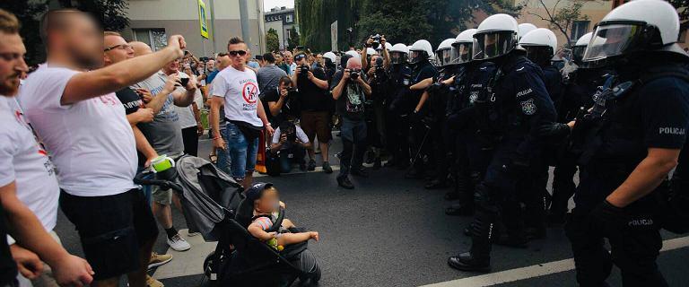 Zatrzymano mężczyznę, który blokował Marsz Równości z małym dzieckiem