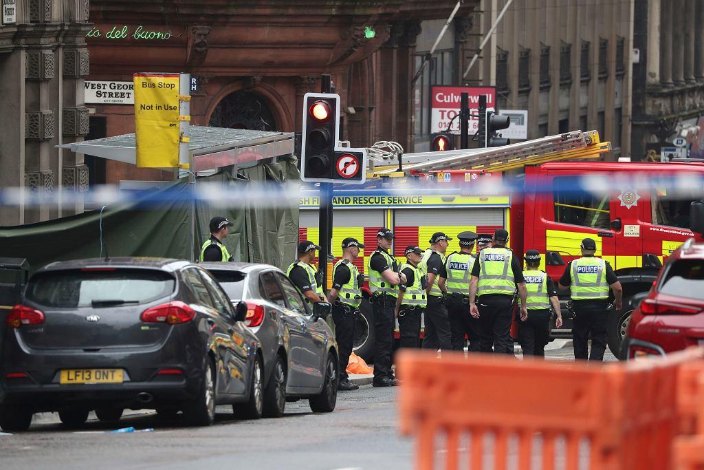 Służby na miejscu ataku nożownika. Glasgow, 26 czerwca 2020