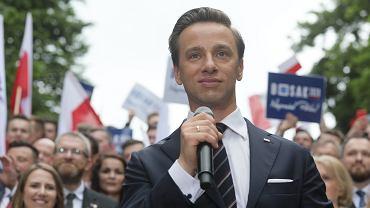Krzysztof Bosak podczas swojej konwencji wyborczej w Parku Rydza-Śmigłego, 20 czerwca 2020
