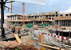 """""""Mieszkanie plus"""" do poprawki. Najbiedniejszym rząd PiS chce dopłacić do czynszu, deweloperom pozwolić budować za realne stawki"""