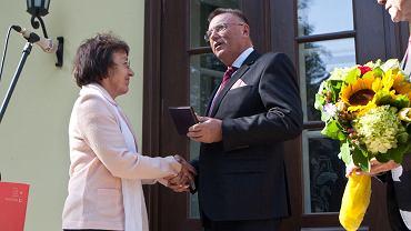 Medal Hereditas Saeculorum za ochronę zabytków odbiera profesor Bogumiła Rouba
