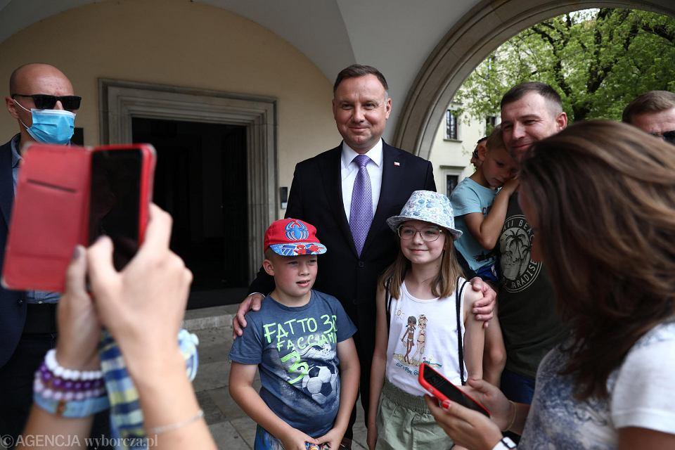 https://bi.im-g.pl/im/cf/f7/18/z26180303V,Prezydent-Andrzej-Duda-w-Krakowie.jpg