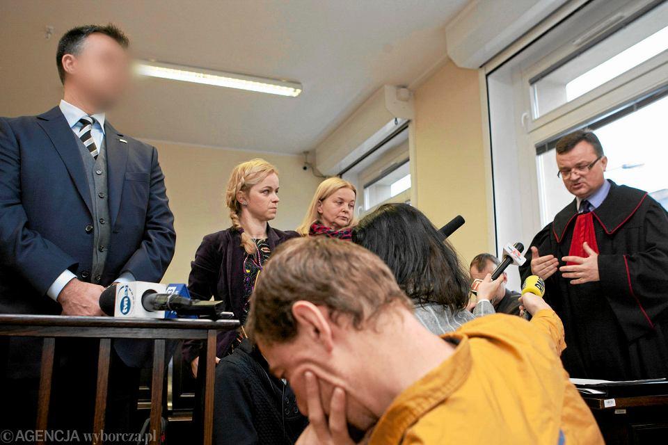 13 stycznia 2016. Mariusz Świtalski (z lewej) zeznaje w procesie Aleksandra Gawronika. Biznesmen nie zgodził się na publikację swojego wizerunku
