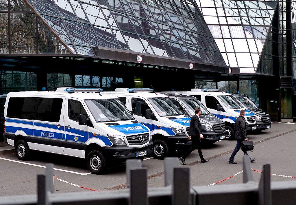 Policja w siedzibie Deutsche Banku