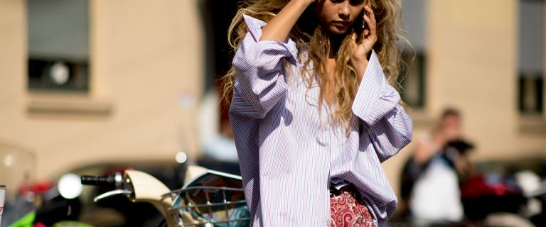 Moda na oversize'owe bluzki trwa. Te modele założysz o każdej porze roku