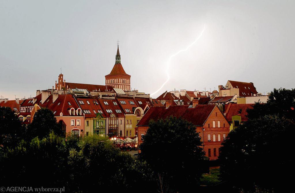 Gdzie jest burza? IMGW wydało ostrzeżenia dla powiatów w pięciu województwach (zdjęcie ilustracyjne)