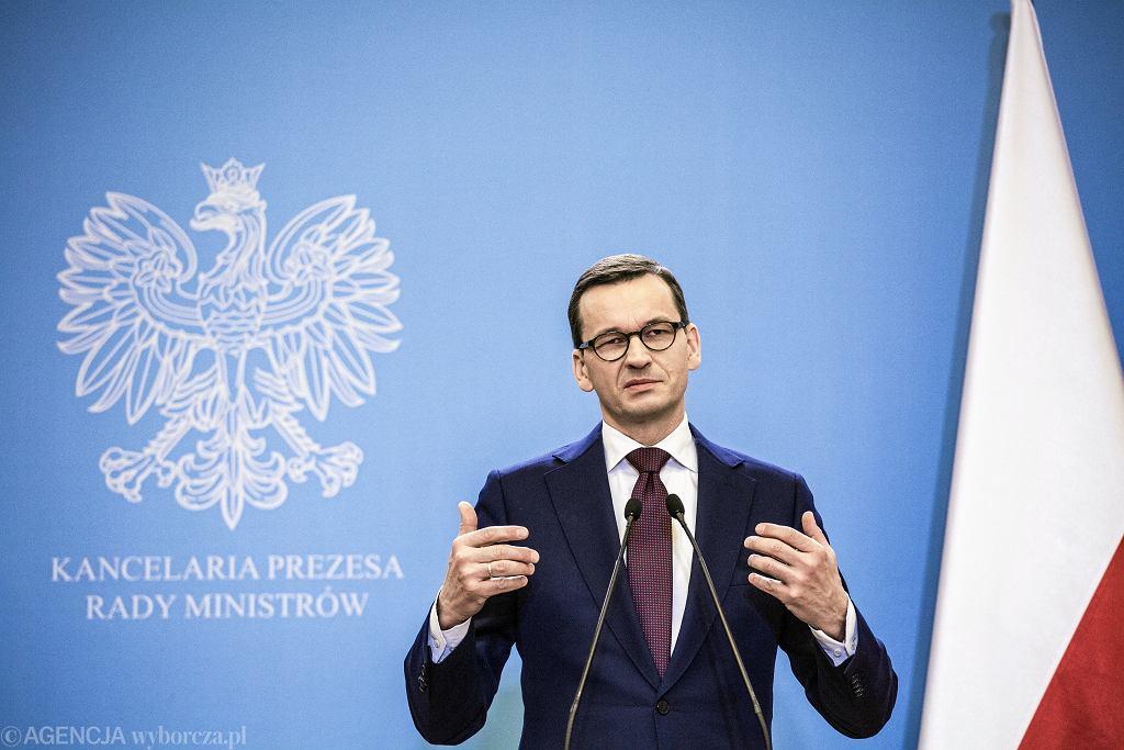 Kancelaria Prezesa Rady Ministrow . Premier RP Mateusz Morawiecki podczas konferencji prasowej dotyczacej rozwoju energetyki w Polsce .