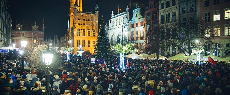 Tysiące osób oddały hołd Pawłowi Adamowiczowi w marszach milczenia