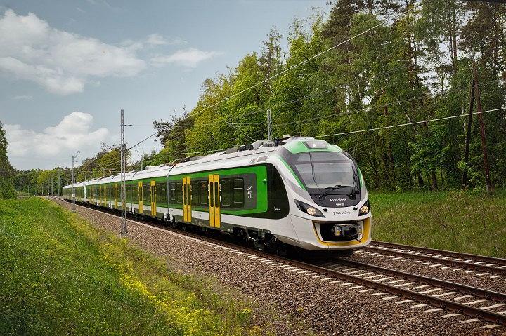 Nowy pociąg Impuls z nowosądeckiego Newagu zmierza w stronę Warszawy