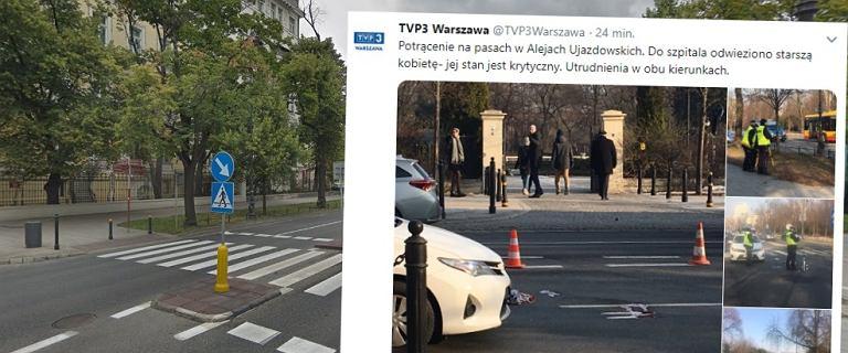 Wypadek w Al. Ujazdowskich. Starsza kobieta potrącona na pasach. Jej stan jest krytyczny