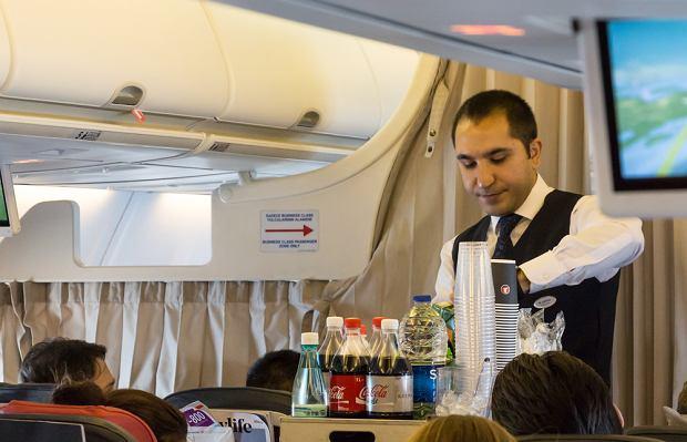 Czy powinno się dawać napiwek członkom załogi? Zapytaliśmy o to linie lotnicze, które działają w Polsce