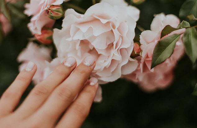 Modne paznokcie baby bloom. Jak je wykonać?