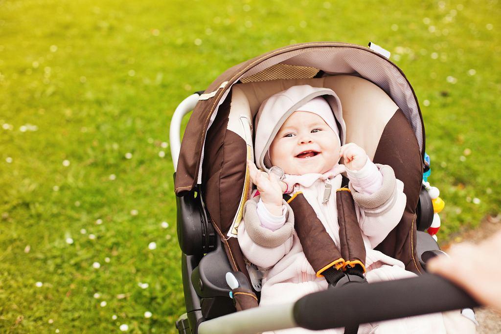 Nie należy zbyt intensywnie i rytmicznie kołysać dziecka w wózku