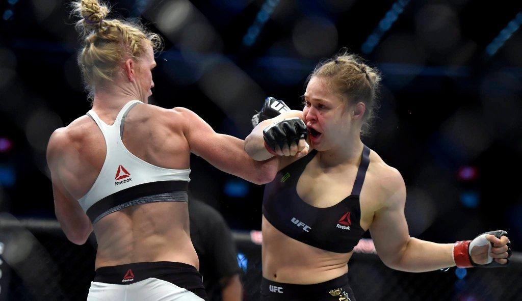 Niespodziewanie już w pierwszej rundzie Holm dyktowała warunki w walce i pewnie wygrają ją na punkty