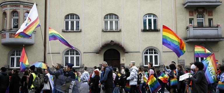 """Uchwały """"anty-LGBT"""". Lubelscy i podkarpaccy radni przyjęli nowe stanowiska"""