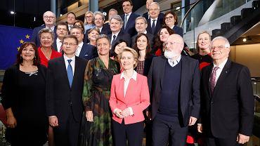 Grupowe zdjęcie komisarzy europejskich przed rozpoczęciem rozmów na temat 'The European Green Deal'.Parlament Europejski w Strasburgu, 27 listopada 2019 r.