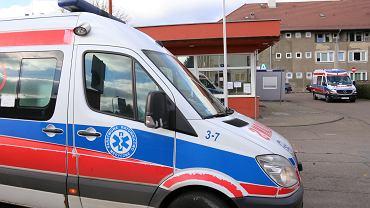 Zakażona kobieta czekała 8 godzin na karetkę i 3 godziny przed szpitalem