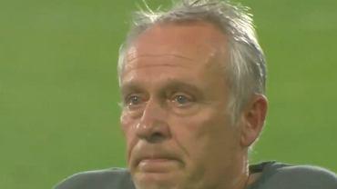Christian Streich, trener Freiburga płacze po meczu