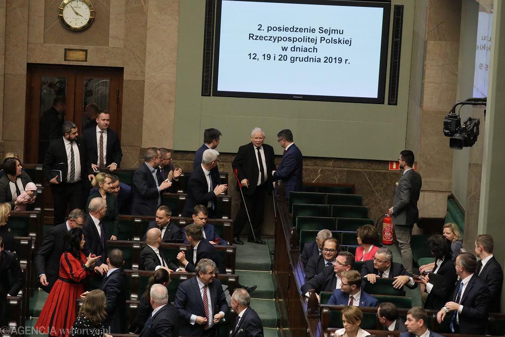 Prezes Jarosław Kaczyński podczas pierwszego czytania projektu 'ustawy kagańcowej' (PiS chce 'dyscyplinować' sędziów orzekających nie po linii partii). Warszawa, Sejm, 19 grudnia 2019