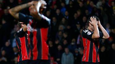 Bournemouth w meczu Pucharu Anglii z Liverpoolem. Dan Gosling (z prawej) po tym jak jego strzał obronił Brad Jones