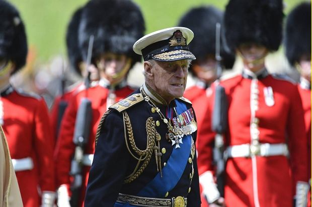 Britain's Prince Philip takes part in a ceremonial welcome for United Arab Emirates President Sheikh Khalifa bin Zayed bin Sultan Al Nahyan during his state visit at Windsor Castle, in Windsor, southern England April 30, 2013.   REUTERS/Toby Melville   (REUTERS - Tags: ENTERTAINMENT POLITICS SOCIETY ROYALS)