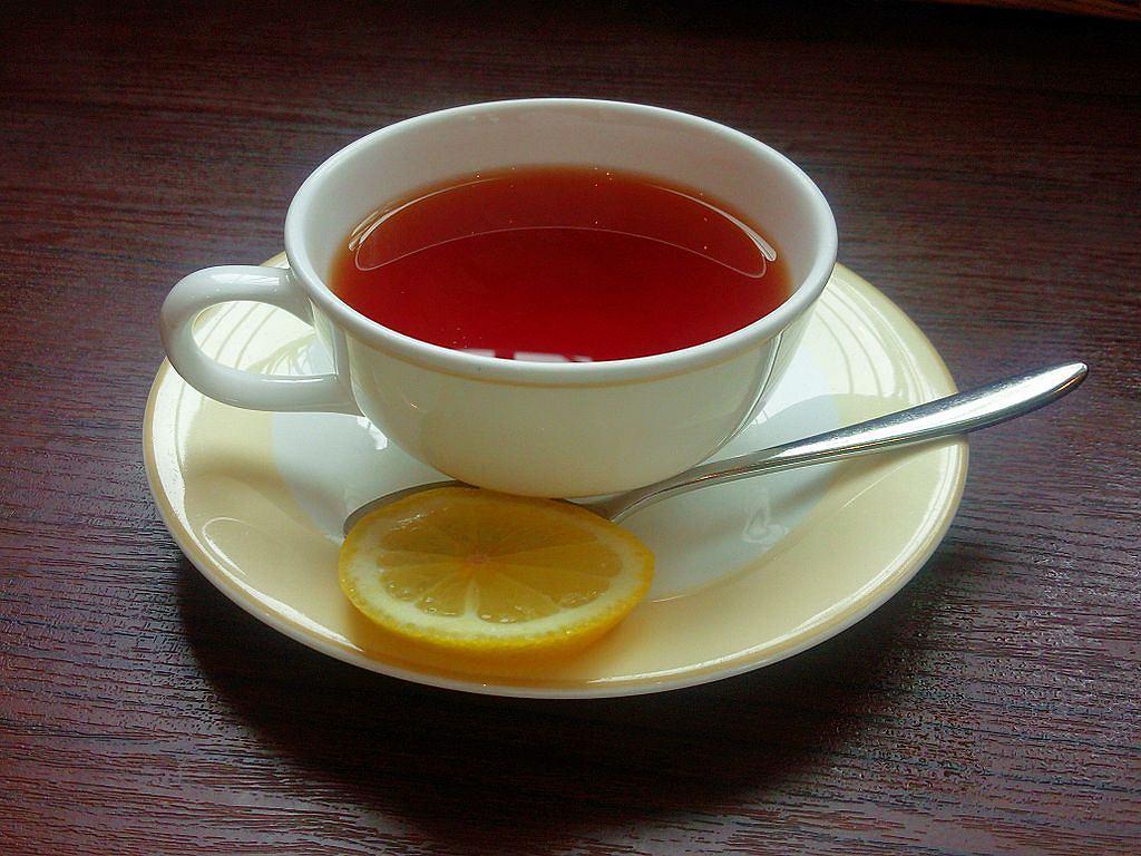 Cytryna w herbacie może wyrządzić więcej szkody niż pożytku