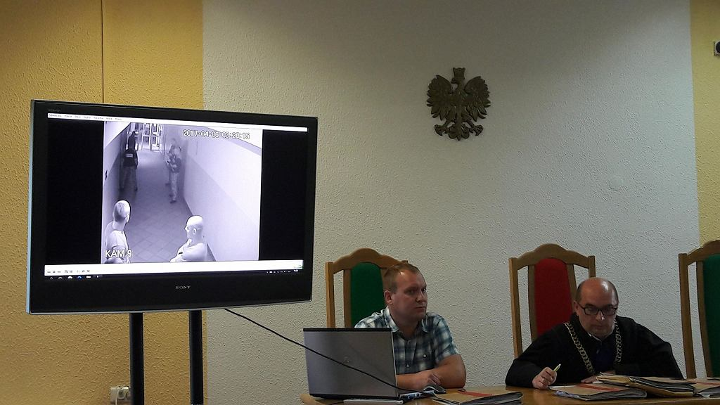 Zdjęcie z rozprawy, prezentacja nagrania z monitoringu