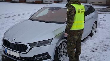 Auto skradzione przez dwóch obywateli Francji w Niemczech. Obu mężczyzn zatrzymała Podlaska Oddział Straży Granicznej