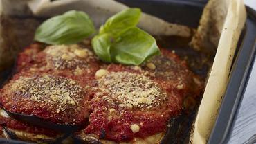 Parmigiana - zapiekanka z bakłażanów, pomidorów, sera i szynki
