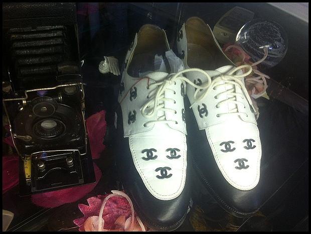 Buty Chanel robione na zamówienie ekstrawaganckiego nowojorczyka