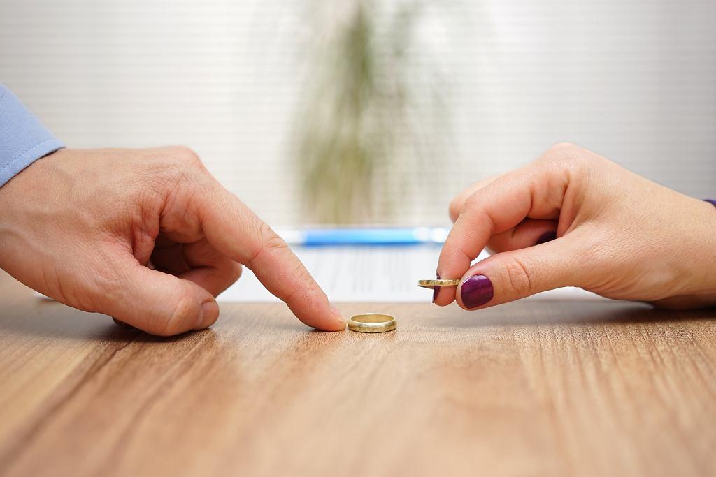 Psycholog: Wysyp rozwodów jest najczęściej w okolicach trzydziestki, kiedy człowiek zaczyna dojrzewać i dowiadywać tego, czego od życia naprawdę chce