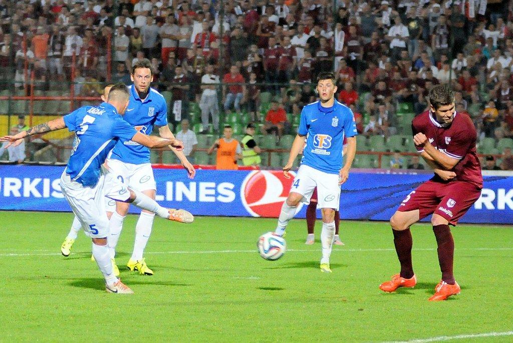FK Sarajevo - Lech Poznań 0:2. Strzela Tamas Kadar, obok Kasper Hamalainen