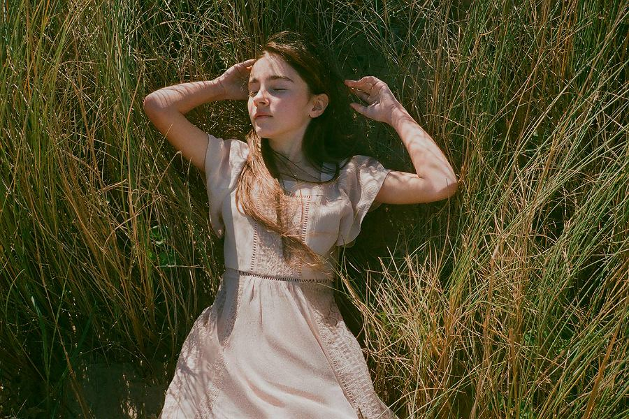 9fe561e1b1 Modne i niedrogie sukienki dla dziewczynek na wiosnę i lato! Modele na  różne okazje I Dziecko