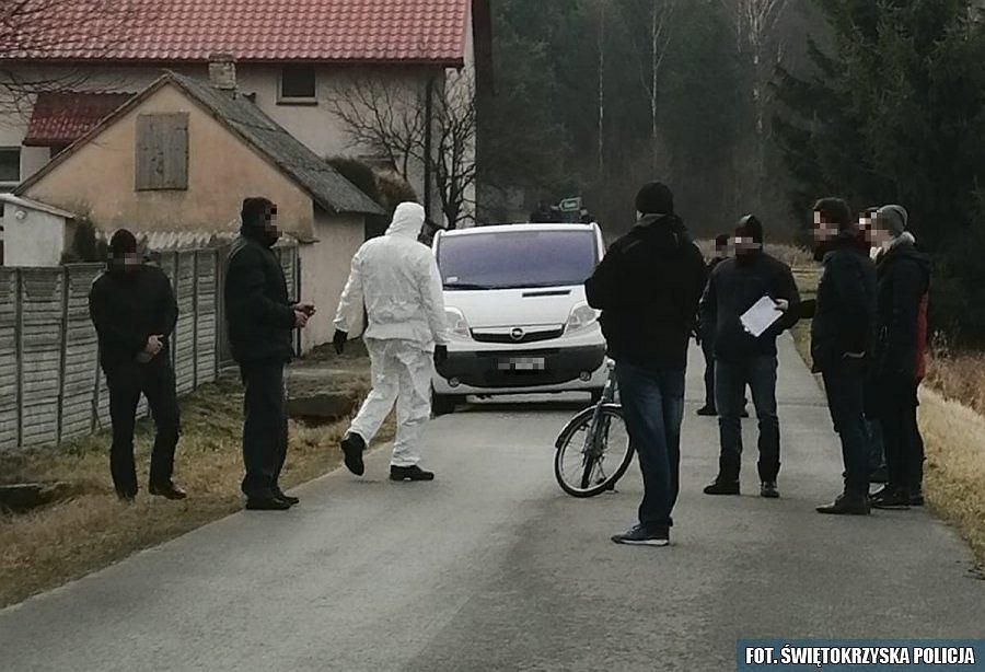 Kryminalni zabezpieczają ślady