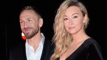 Martyna Wojciechowska i Przemek Kossakowski są małżeństwem? Na palcu podróżniczki pojawiła się obrączka