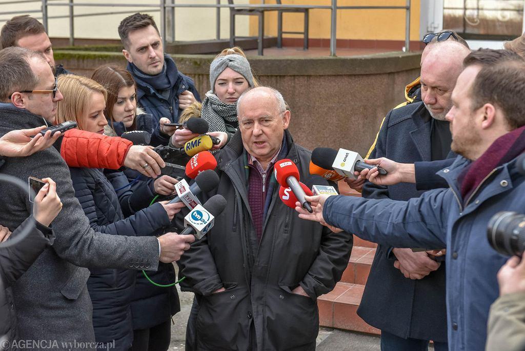 Ordynator oddziału zakaźnego Jacek Smykal  podczas konferencji prasowej. Do Szpitala Uniwersyteckiego przywieziono pacjenta z koronawirusem (pierwsze przypadki w Polsce). Zielona Góra, 5 marca 2020